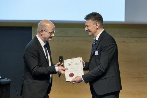Professor Kurt Gothelf modtager årets Den danske polymerpris – ATV | Elastyrenprisen 2018. (Foto: Tom Jersø)