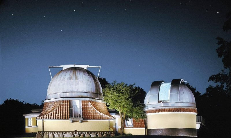 Here the Ole Rømer Observatory is pictured under a clear night sky.