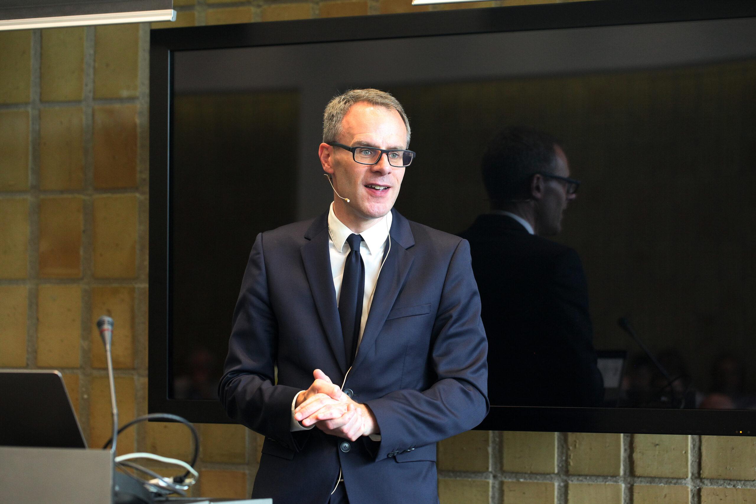 Professor Stig Helveg